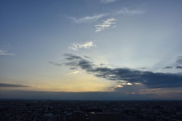 夕方の空を撮影、AF-S Nikkor 24mm f/1.4G ED