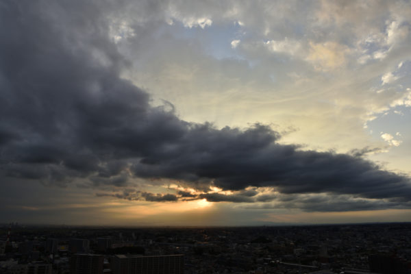 夕暮れの空を、AF-S Nikkor 24-70mm f/2.8E ED VRで撮影。