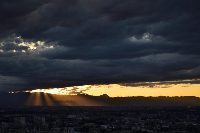 滝のような光芒、AF-S Nikkor 58mm f/1.4Gで撮影