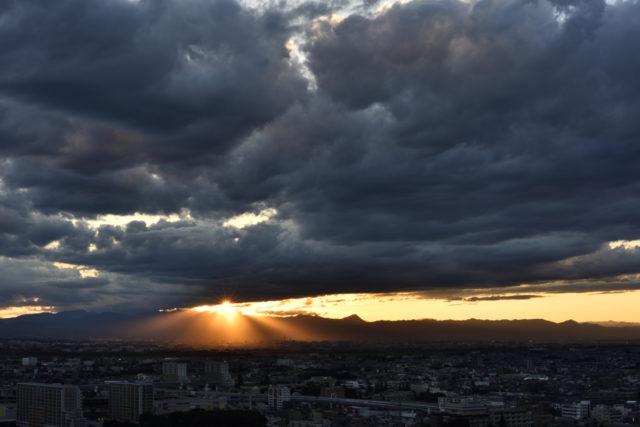 夕焼け、光芒、AF-S Nikkor 58mm f/1.4Gで撮影