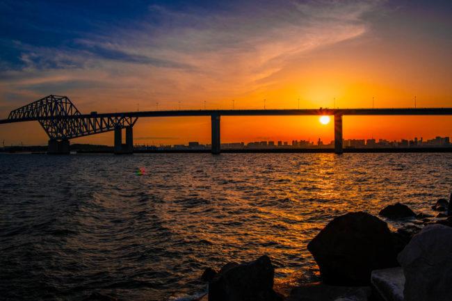 夕暮れ時の、東京ゲートブリッジ