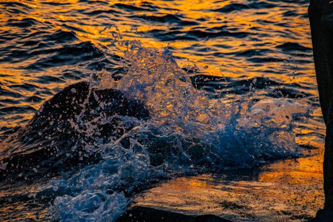 若洲公園、波打ち際の光を撮影