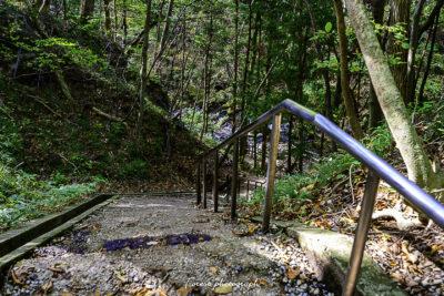 乙女の滝、滝つぼへの階段