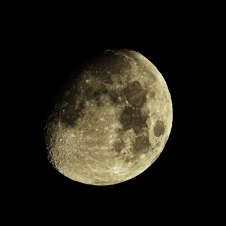 トリミングしたお月様の写真