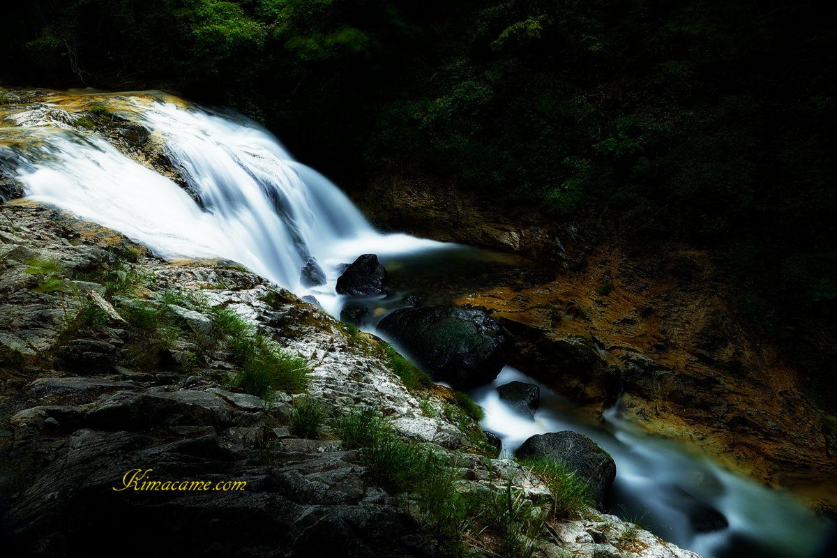 滝をスローシャッター10秒で撮影